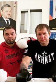 Пользователи сети возмутились подарком Емельяненко Кадырову