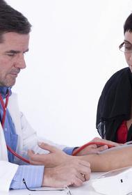 Простой способ снизить давление без медпрепаратов посоветовали кардиологи из ФРГ