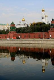 Женщина с собакой провалилась под лёд на Москве-реке
