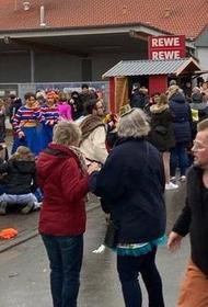 В Германии очевидцы выкладывают в сеть  фото и видео инцидента на  карнавале в городе Фолькмарзен