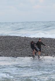 В Сочи в открытое море унесло двух подростков