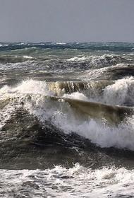 Сильный шторм осложняет поиски пропавших в море школьников из Сочи