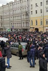 В марше памяти Немцова в столице участвуют около 8 тыс человек