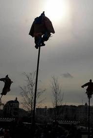 Масленица в центре Москвы превратилась в сцену из фильма ужасов из-за непогоды
