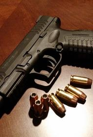 Жителей дома в Тюмени напугал неизвестный, гулявший по подъезду с пистолетом