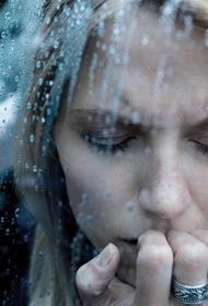 Как избежать депрессии в пасмурную погоду: советы психологов