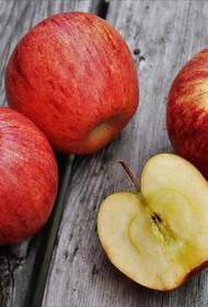 Диетолог рассказала о случаях, когда яблоки полезнее очистить от кожуры