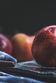 Диетолог раскрыла полезные свойства яблочной кожуры