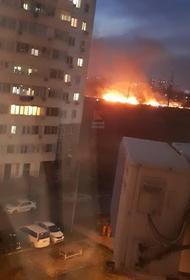 В Краснодаре на турбодроме «Белая стрела» тушат крупный пожар