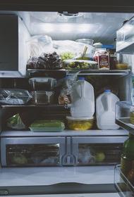 Сомнолог объяснила, почему бессонница приводит к перееданию