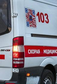 Машина вылетела на тротуар в Мурманске и сбила двух пешеходов