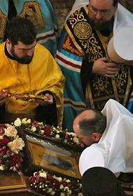 Автокефалия рекомендует из-за короновируса не целовать иконы и кресты