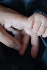 В России хотят позволить родителям уходить на оплачиваемый больничный из-за карантина