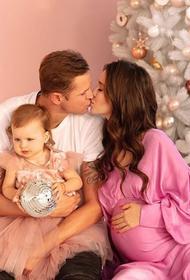 Тарасов и Костенко поделились снимками с крещения младшей дочери