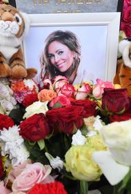 Близкие Началовой встретились у могилы певицы в день ее смерти
