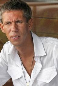 Панин застрял на Маврикии из-за дебоша на борту самолёта
