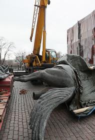 В Москве на Манежной площади заменили памятник Жукову