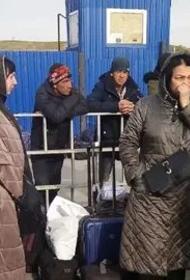 Аэропорт Внуково превратился в табор. Там в буквальном смысле слова живут сотни граждан из ближнего зарубежья