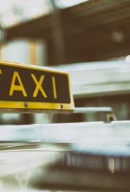 Агрегаторы такси начали отключать водителей, встречавших пассажиров с инфицированных рейсов
