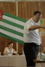 Карантин карантином, а выбрать президента все же надо. В Абхазии открылись избирательные участки