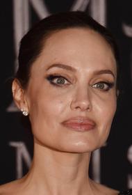 СМИ: Джоли запретила Питту приводить детей на встречи с Энистон