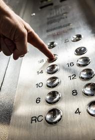 В Краснодаре начали дезинфицировать кнопки лифтов