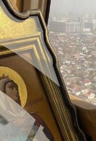 Кубанский митрополит окропил Краснодар водой и помолился о защите жителей от коронавируса