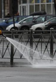 В Екатеринбурге на улицах смывают пыль в целях профилактики коронавируса