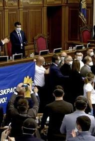 Партии Порошенко и Зеленского выступили заодно