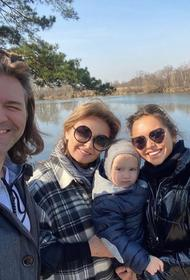 Дочь Дмитрия Маликова показала, как весело проводит время с младшим братом на самоизоляции