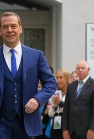 Медведев призвал не делать «сверхоптимистические» прогнозы по коронавирусу