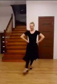 Участники фестиваля «Уральский перепляс» записывают видео домашних тренировок
