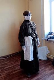 В одном из госпиталей Калининградской области медикам выдали униформу 40-летней давности