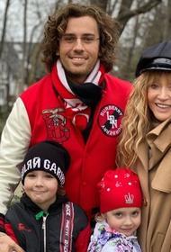 Гарри и Лиза Галкины поздравили звездную маму с днем рождения