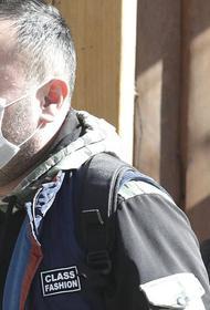 В МЧС заявили о бесполезности ношения медицинских масок на улице