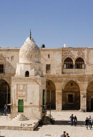 В Храме Гроба Господня в Иерусалиме началась церемония освящения Благодатного огня. Впервые без верующих