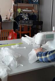В Челябинской области добровольцы занялись пошивом масок и халатов