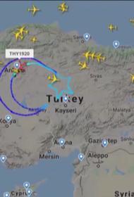 Турецкий самолет нарисовал звезду и полумесяц над Турцией