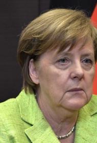 Меркель сменила роскошное авто на потертый минивэн