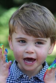 Принц Уильям и Кейт Миддлтон показали фото подросшего младшего сына