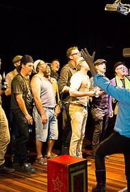 В Австралии мужской хор исполнил песню «На поле танки грохотали»