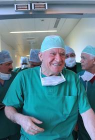Лео Бокерия продолжает проводить операции: «инфаркт миокарда никто не отменял»