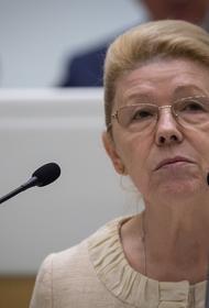 СК проверяет информацию о наличии двойного гражданства у сенатора Елены Мизулиной