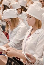«Нас сгоняют под страхом задолженности», что кроется за рапортом Оперштаба о студентах-медиках, которые будут работать в больницах