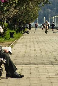 Пенсионера с коронавирусом вернули домой из больницы и оставили в подъезде. Дочь заявила в СК