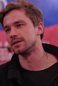 Актер Александр Петров нежно признался в чувствах своей возлюбленной