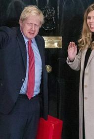 Премьер Великобритании Борис Джонсон назвал сына в честь двух врачей, спасших ему жизнь, когда он заразился коронавирусом