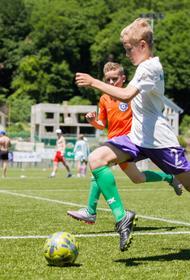 Новые футбольные поля по современным технологиям строят в Сочи