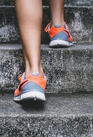 Диетолог объяснила, почему бег по лестнице для поддержания формы на самоизоляции – не лучшая идея