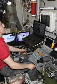 Видео, как космонавты поздравили россиян с Днем Победы с борта МКС